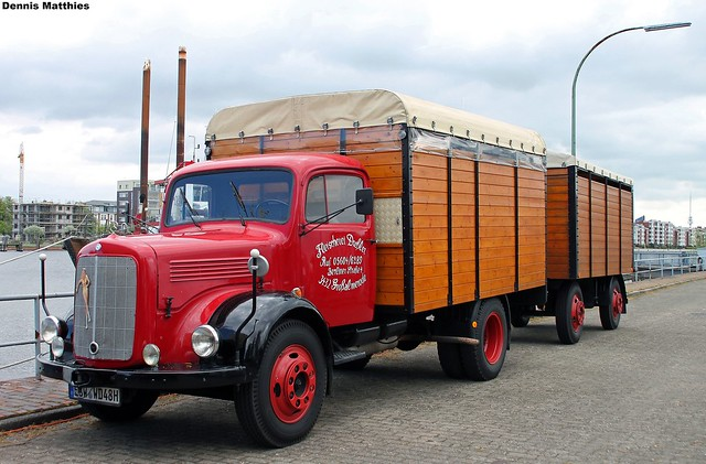 Classic mercedes truck with trailer flickr photo sharing for Old mercedes benz trucks