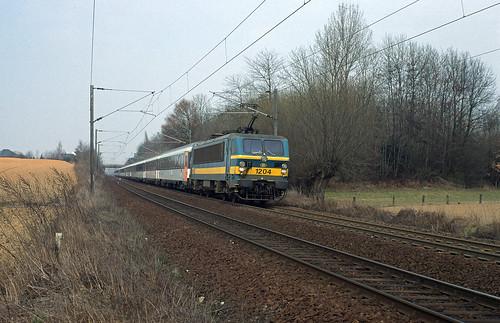 HLE 1204 + INT 284 (Amsterdam CS - Paris-Nord) leaving Quévy on 04th April 1996