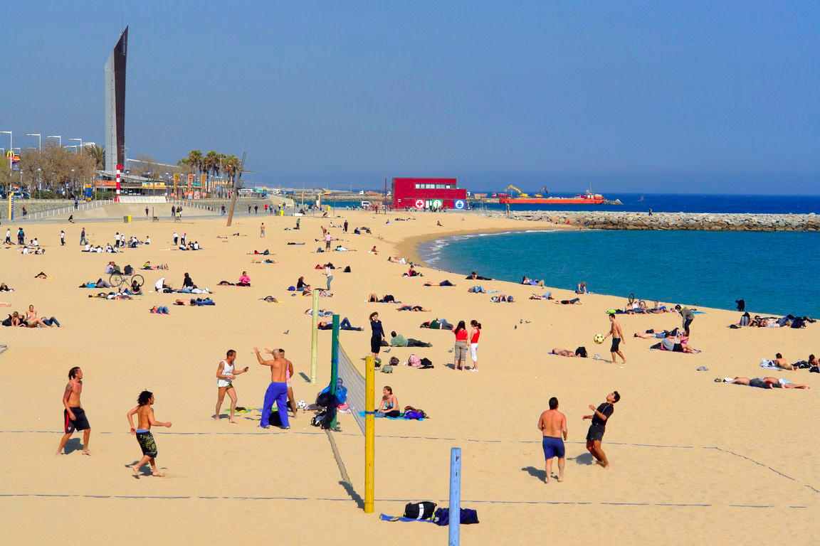 Barcelona en un fin de semana: Playa de Barcelona barcelona en un fin de semana - 15155057174 1c33eaf785 o - Barcelona en un fin de semana