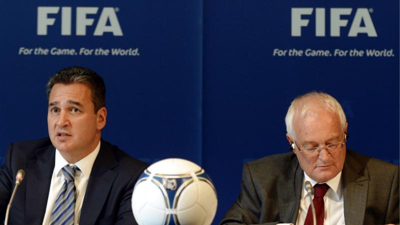 141122_FIFA_USA_MIchael_Garcia_GER_Joachim_Eckert_LHD