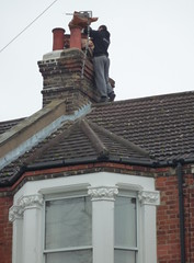 5. Pouring vermiculite insulation into the gap between the brick chimney and the flue liner