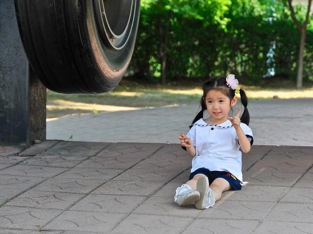 Preschooler not sure how to pose