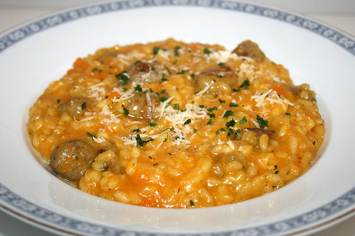 37 - Risotto with pumpkin & bratwurst / Risotto mit Kürbis & Bratwurst - CloseUp