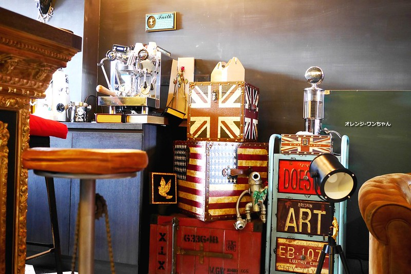 16018562249 a5c3c0ec84 c - LOVE PEACE CAFE │西屯區:超華麗工業風咖啡空間~黑白條紋店貓COOPER假日當家~還有老闆單人製作美麗拉花特調咖啡加精緻限量手作甜點