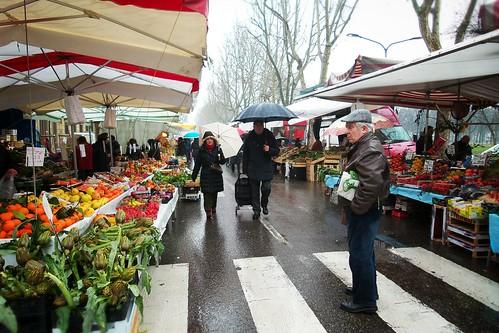 Perplessità della pioggia, al #mercato by Ylbert Durishti