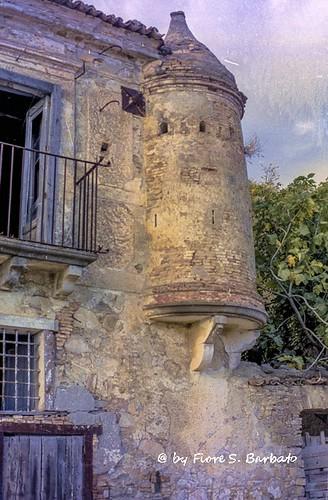 Oliveto Lucano (MT), 2001, La casa fortificata.