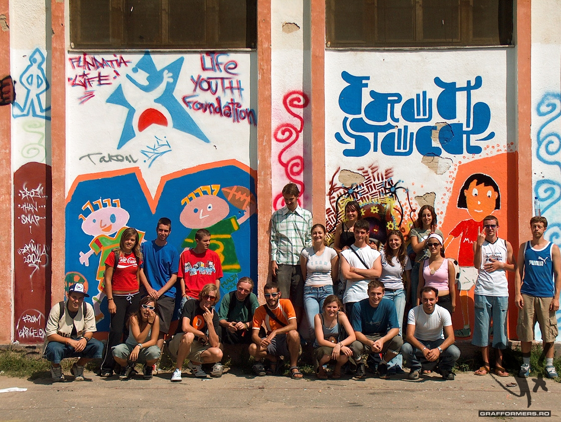 01-20040812-intercultural_communication_through_graffiti-oradea-grafformers_ro