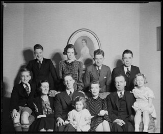 Family portrait, including Mrs. Grant, 1936 / Portrait de la famille de madame Grant, 1936