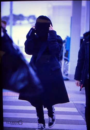 Big Bang - Incheon Airport - 27nov2015 - Number G - 01