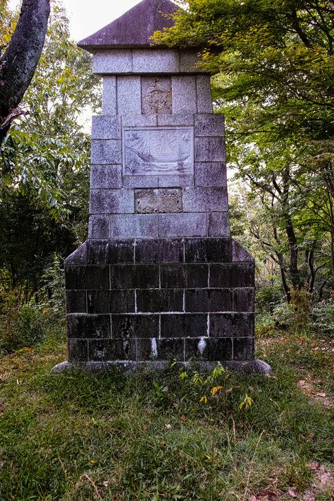 三角柱のオブジェ