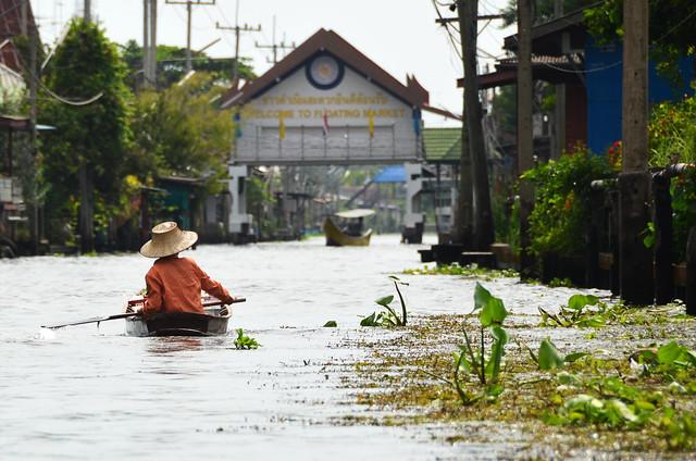 Entrando al mercado flotante de Damnoen Saduak, a 80 kilómetros de Bangkok