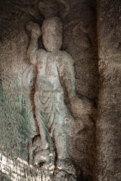 仁王像の磨崖仏