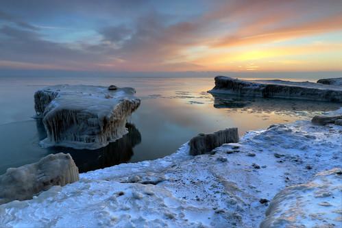 winter ice sunrise lakemichigan northshore february fortsheridan lakecountyforestpreserves shelfice highwoodillinois shorefastice fortsheridanlakeshorepreserve dpphdrtool