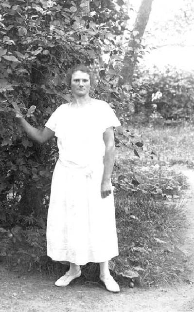 063-0017 Helene Schulz, geb. Weissenberg aus Magotten