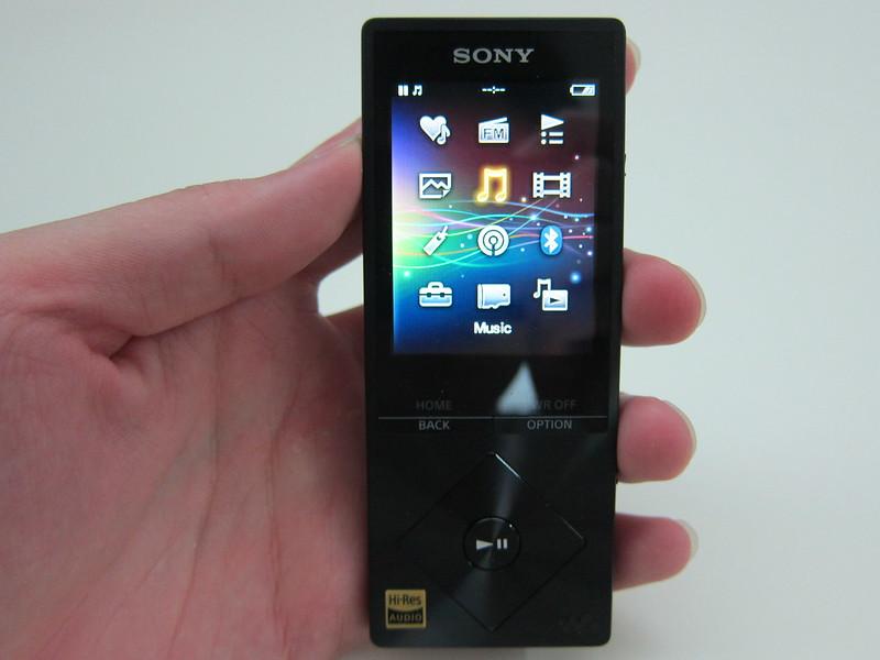Sony NWZ-A15 - Holding
