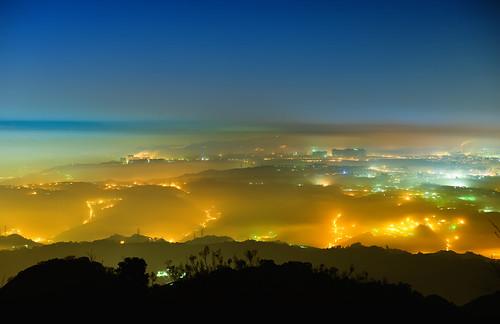 lighting bali mountain fog clouds cityscape taiwan 台灣 觀音山 wugu glasslight guanyinmountain 硬漢嶺 newtaipei yinghanpeak 新北市 八里區 五股區 琉璃光 平流霧