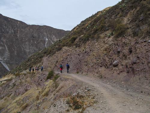 Trek du Cañon de Colca: la roche commence à se colorer...