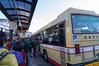 高尾駅北口から陣馬高原下行きのバスに乗ります