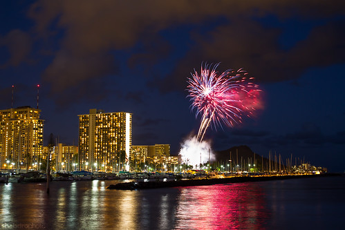hawaii waikiki oahu fireworks diamondhead ©shabdrophoto