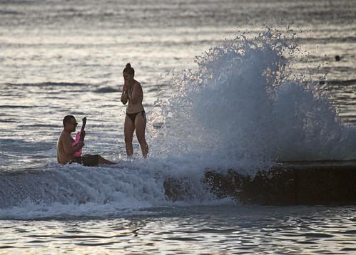 ocean sunset usa beach wet water hawaii us waikiki oahu sweet guitar wave seawall splash serenade lisaridings fantommst