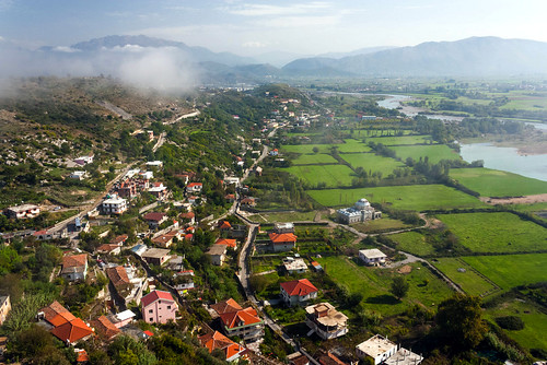 city trip morning travel red mist mountains green castle water canon river landscape photography ruins europe village horizon north roofs adventure valley fields balkans albania outskirts drin shkoder 450d rozafacastle norama leadmosque pietkagab greatdrin shokodra