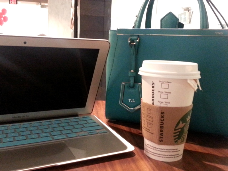 Fendi 2jours Macbook Air Starbucks