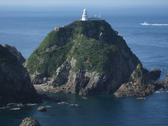 lighthouse(0.0), shore(0.0), terrain(0.0), cove(0.0), stack(0.0), archipelago(1.0), fjord(1.0), cape(1.0), sea(1.0), ocean(1.0), headland(1.0), bay(1.0), island(1.0), promontory(1.0), coast(1.0), islet(1.0), tower(1.0), rock(1.0), cliff(1.0),
