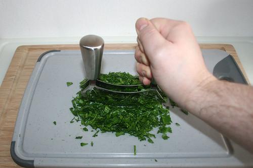 14 - Petersilie zerkleinern / Mince parsley