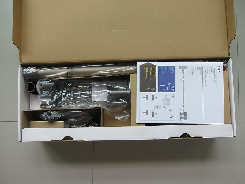 Dyson V8 - Box Open