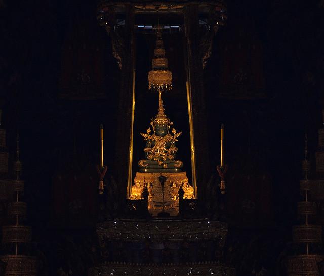 Buda esmeralda del gran palacio de Bangkok