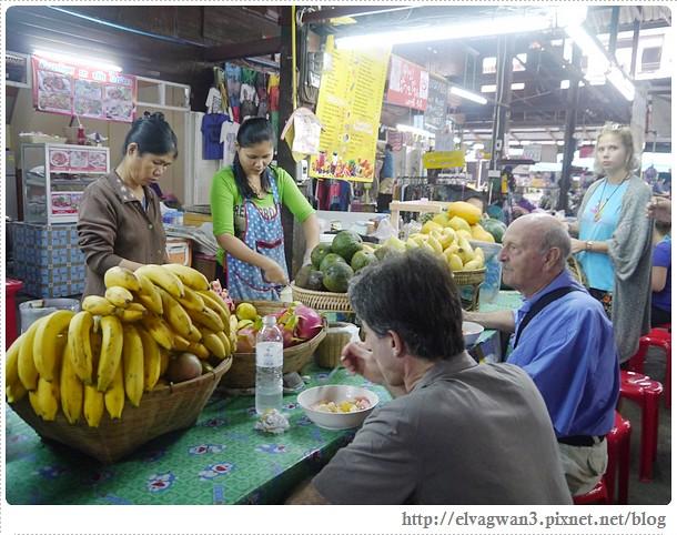 泰國-泰北-清邁-Somphet Market-Tip's Best Fresh Fruit Smoothie-市場-果汁攤-酸奶水果沙拉-燕麥水果優格沙拉-香蕉Ore0-泰式奶茶-早餐-17-604-1