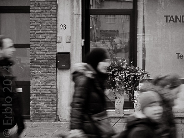 Just passers-by, Streetphotography, Canon A1- 50mm