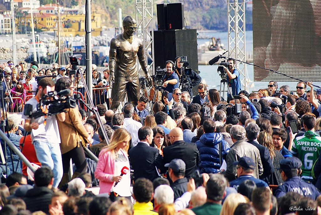 Estátua Cristiano Ronaldo Madeira (8)