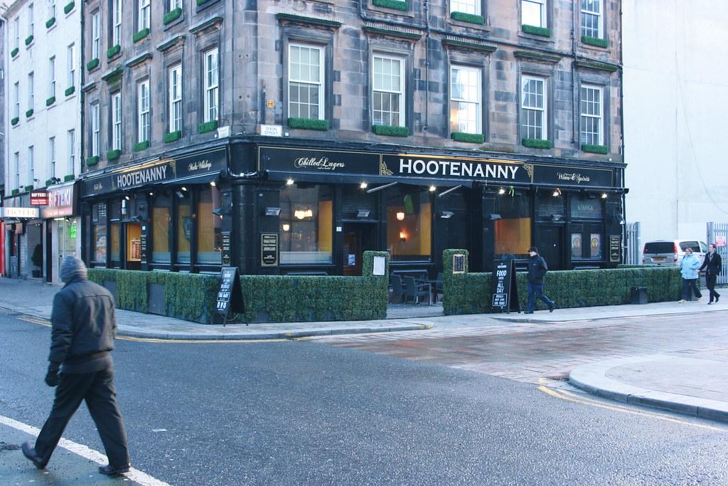 Hootenanny Pub (3)