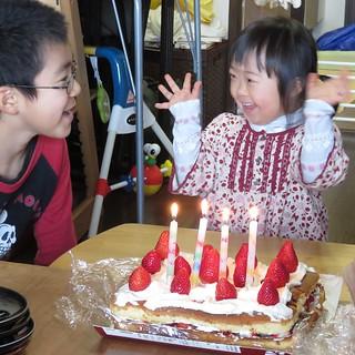 昨日は娘さん誕生日会。 手作りケーキでお祝いでした。