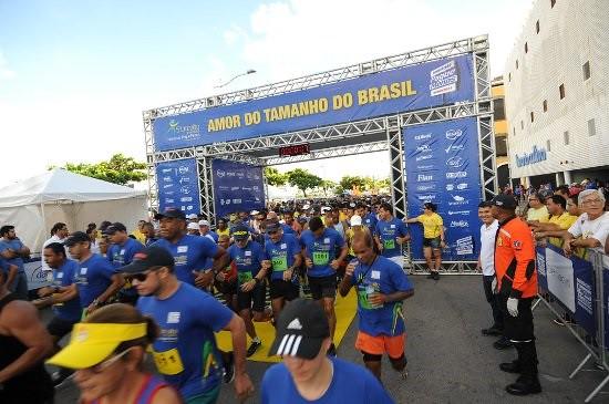 foto (4) Mais de 12 mil corredores participaram neste domingo (16) do VII Circuito de Corridas Farmácias Pague Menos