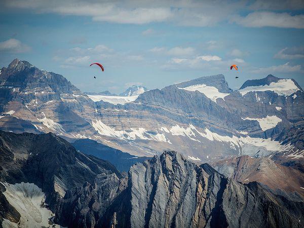 Οι Will Gadd και Gavin McClurg πάνω από τα Canadian Rockies | Photo (c) Pablo Durana