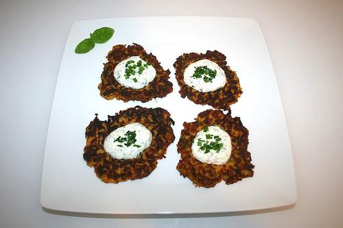 40 - Zucchini carrot pancakes with yoghurt herb creme - Served / Zucchini-Möhren-Puffer mit Joghurt-Kräuter-Creme - Serviert