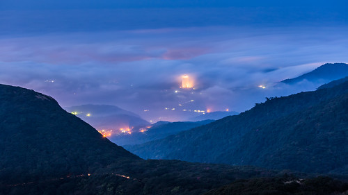 longexposure misty fog night clouds canon landscape spring twilight cityscape foggy taiwan taipei nightscene 169 陽明山 70200mm citylight seaofclouds 春天 大屯山 雲海 台北夜景 春季 aseaofclouds advectionfog canoneos5dmarkiii canon5dmarkiii 北海福座 琉璃光 平流霧