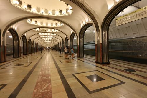 Вестибюли 3-х станций метро закроют навыходные
