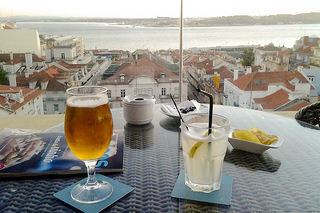 http://hojeconhecemos.blogspot.com/2013/11/eat-terrace-ba-lisboa-portugal.html