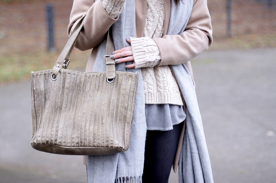 freds bruder tasche bag beige nude outfit coordinate neutral color ricarda schernus blog blogger fashionblogger modeblog cats and dogs park winter styling ootd 5