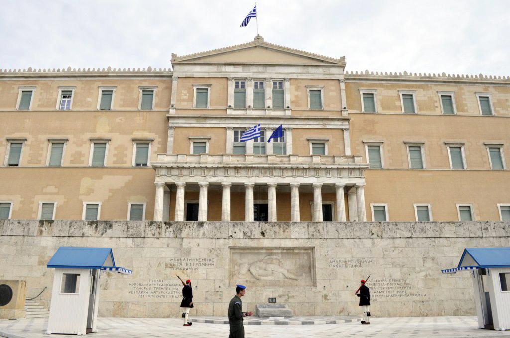 Plaza de Syntagma y tumba al soldado desconocido atenas en 2 días - 15991267434 1d3592eed9 b - Qué ver en Atenas en 2 días