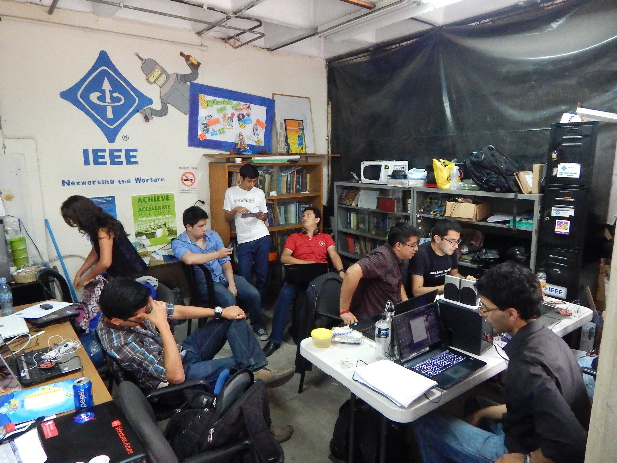 ¿HAS VISITADO LA OFICINA DE LA RAMA IEEE-USAC?