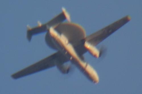 airplane_1_trimmed レーダー装置を搭載した航空機を撮影した写真。