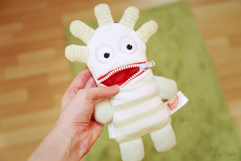 booboo doll worry eater zorgenvriendje ernst soft stuffed animal zippered mouth zipper cute baby toddler toy striped pastel sorgenfresser green yellow red