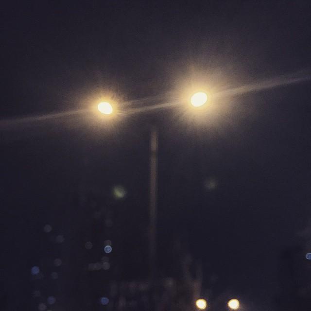 孤独的路灯,却照亮一片大地~ #streetlight# #lonely_lamp#