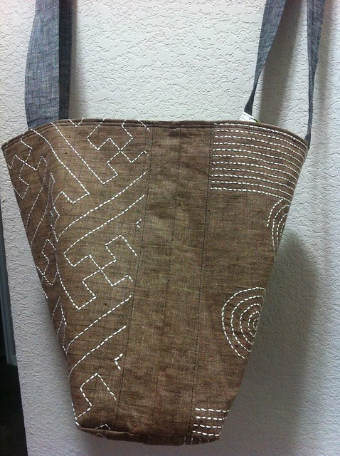 Profile of my sashiko tote bag, showing a teeny bit of both sides.