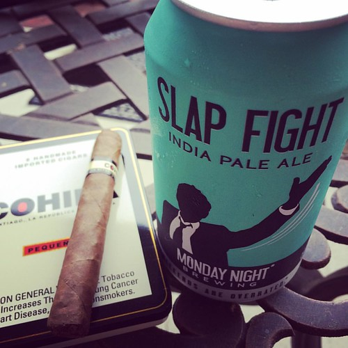 Time to try this IPA out. #slapfightindiapaleale #slapfight #mondaynightbrewing #mondaynightbrewery #cohiba #cohibapequenos @mondaynight
