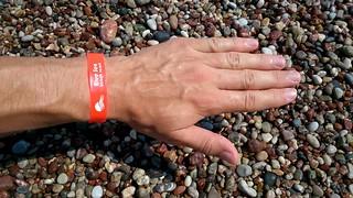 Immagine di Faliraki Beach (Παραλία Φαληρακίου) Faliraki beach. рука hand пляж beach отпуск vacation holidays παραλία greece rhodes греция родос ρόδοσ ελλάδα καλλιθέα φαληράκι